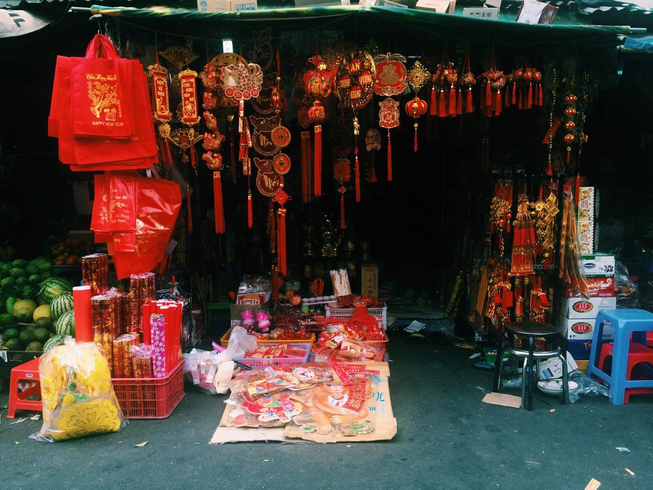 Вьетнамский Новый год: Палатка с новогодними украшениями