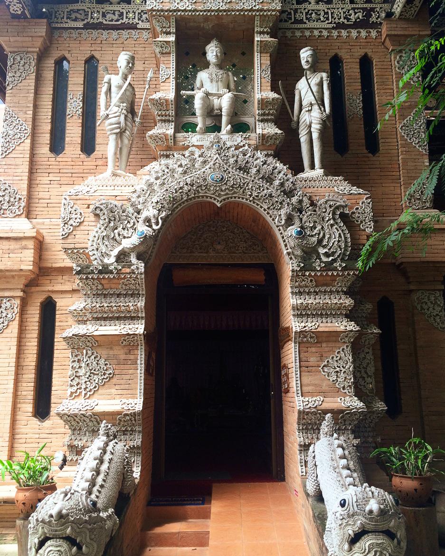 Путешествие по Таиланду, Чиангмай: Каменное кружево (Wat Lok Molee)