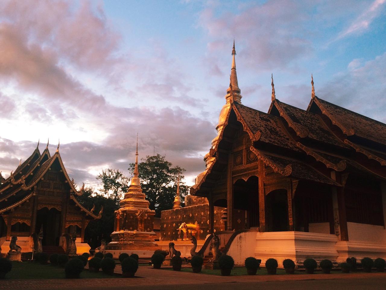 Путешествие по Таиланду, Чиангмай: Закат над Wat Phra Singh
