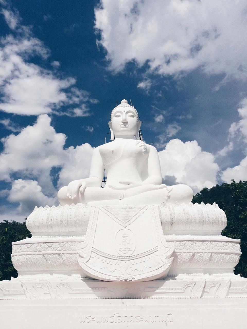Путешествие по Таиланду, Пай: Сидячий Будда в храме Chedi Phra That Mae Yen