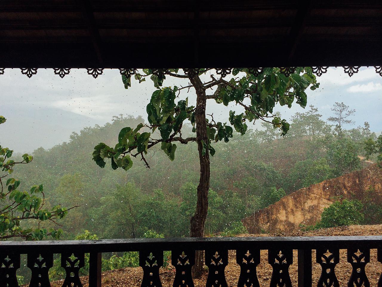 Путешествие по Таиланду, Пай: Пережидаем ливень в беседке