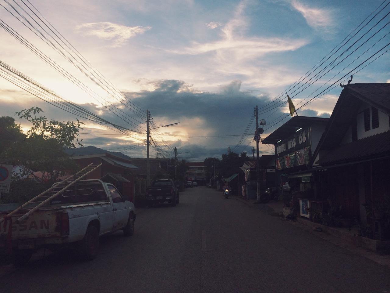 Путешествие по Таиланду, Пай: Улица Пая на закате