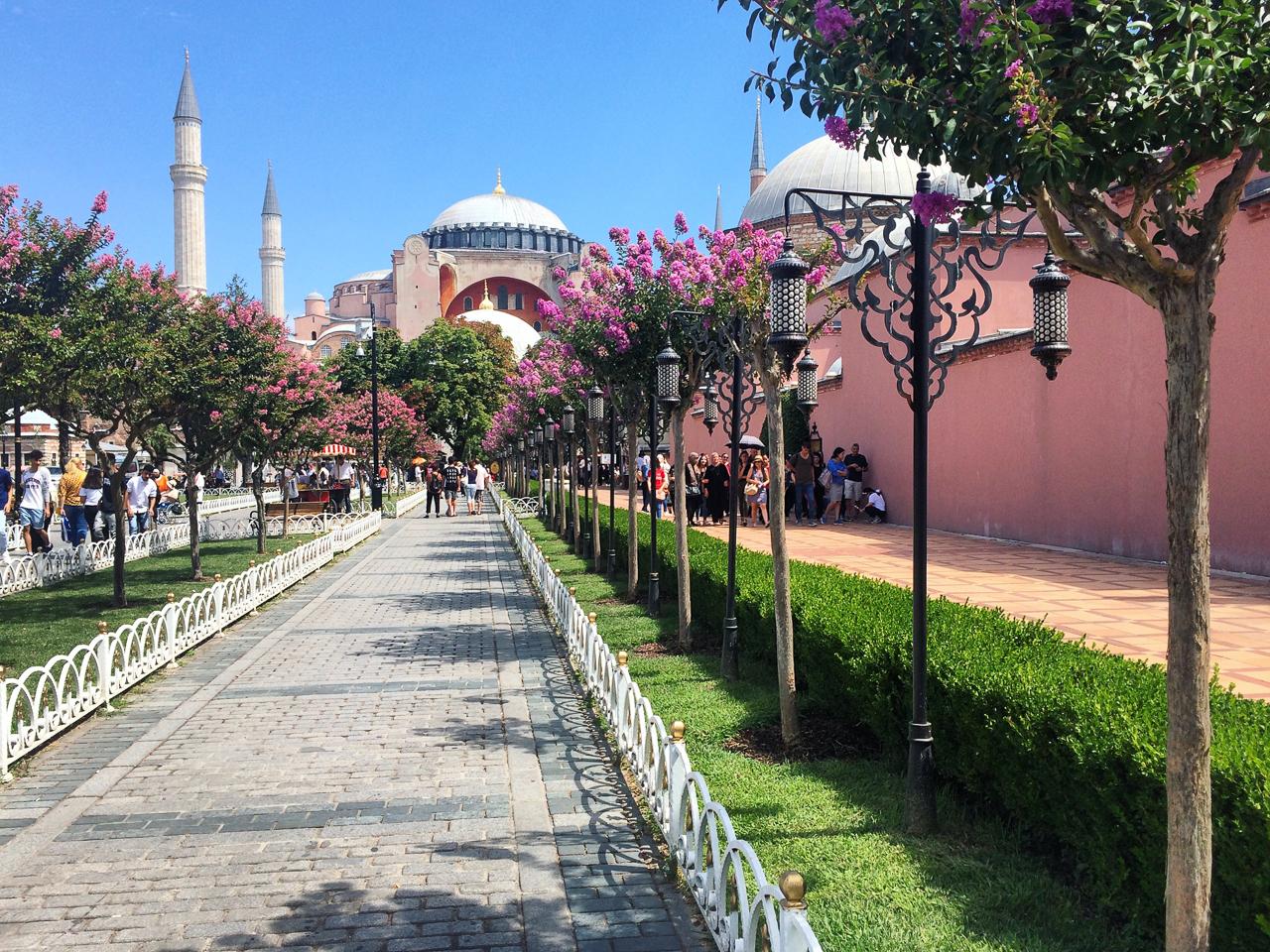 Стоповер в Стамбуле. День 1: Парк Султана Ахмета и Айя-София