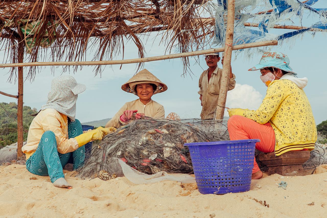 Путешествие по Вьетнаму, Фукуок: Чистка рыболовных сетей