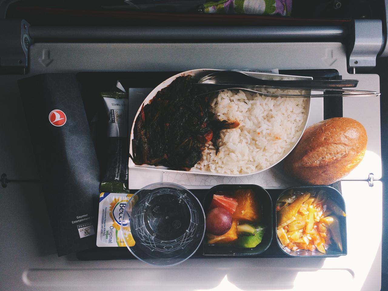 Стоповер в Стамбуле. День 1: Еда на борту Turkish Airlines