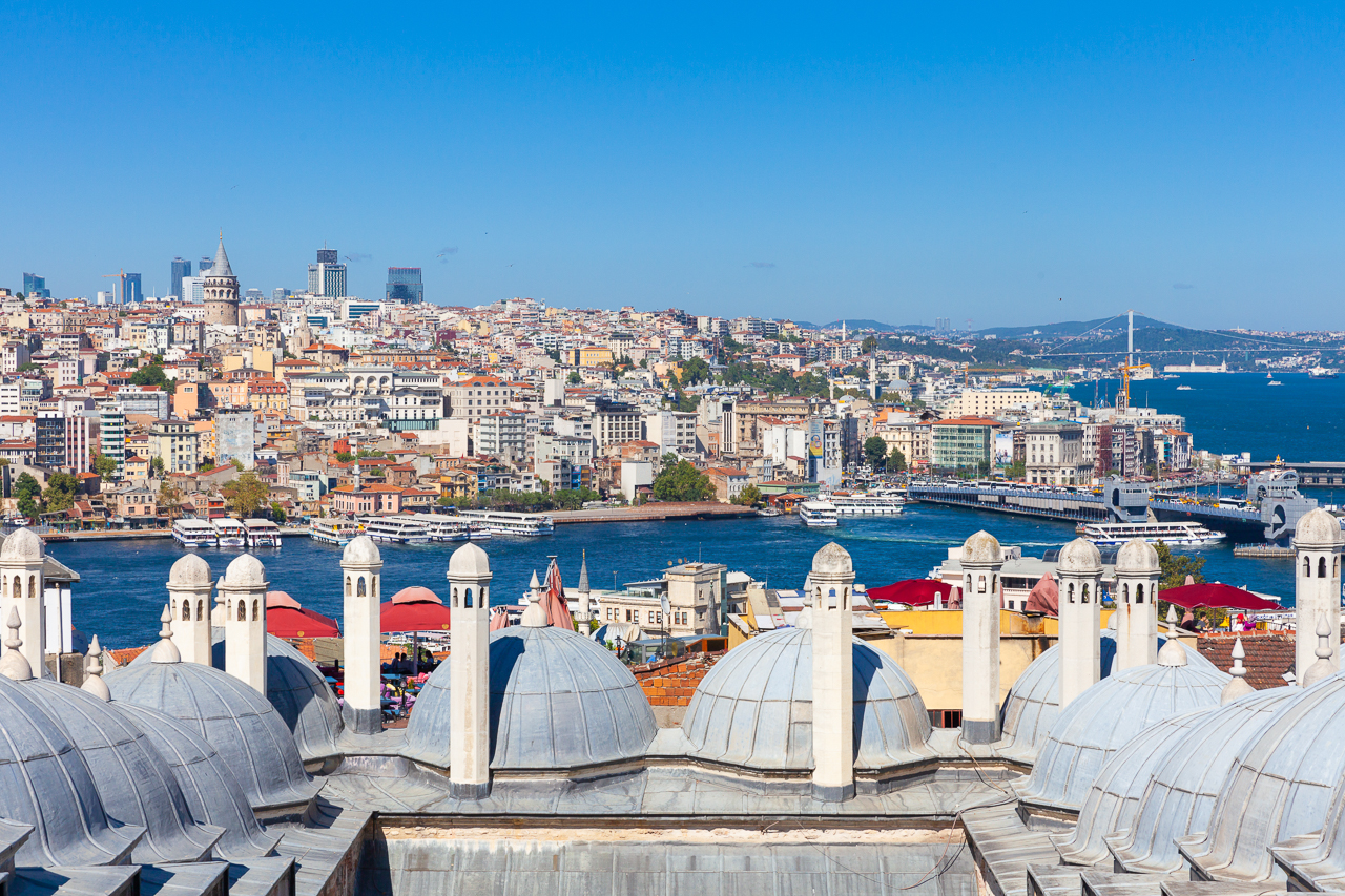 Стоповер в Стамбуле. День 2: Вид на Золотой Рог и Босфор со двора мечети