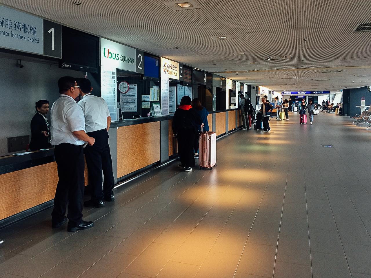Тайвань без визы: холл посадки на автобус в аэропорте Тайбэя